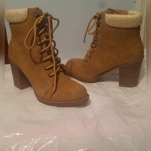 ESPRIT Yellow Lace-Up Ankle Heel Shoes Sz 7M